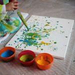 Attività da svolgere con i bambini in estate: arte attraverso una cannuccia