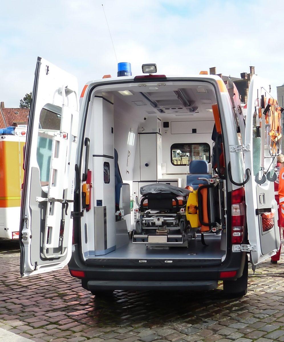 Infortunio a scuola e accompagnamento dell'alunno sull'ambulanza da parte del docente