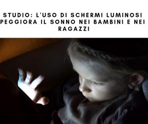 Niente schermi luminosi prima di andare a dormire per bambini e ragazzi