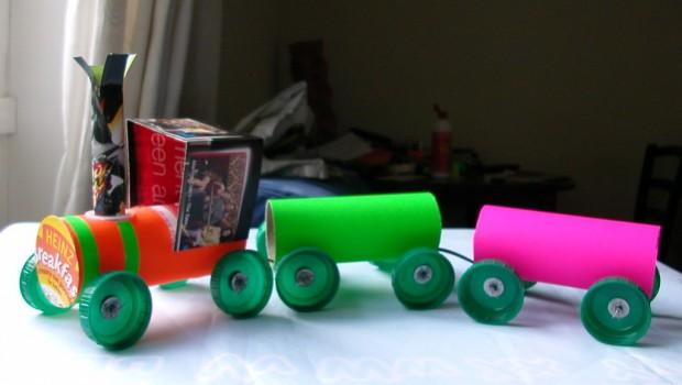 lavoretto-scuola-infanzia-primaria-bambini-riciclo-riciclare-rotoli-carta-igienica-trenino-idee