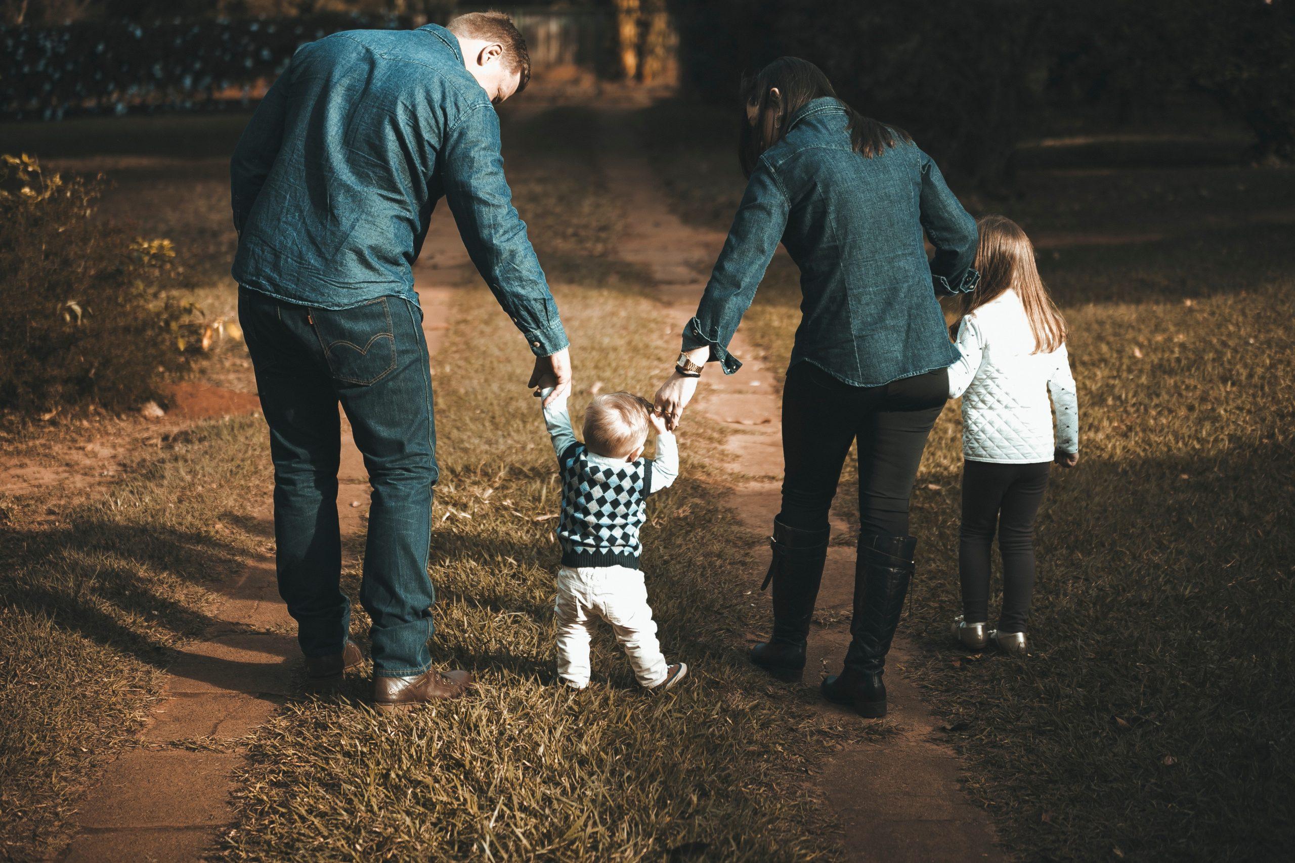Quando e come calzare il bambino (scarpe primi passi)