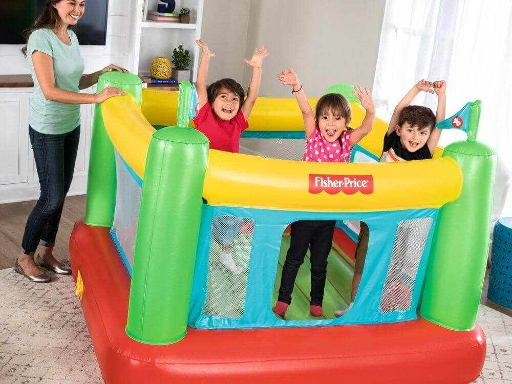 mini gonfiabile come organizzare una festa in casa per bambini